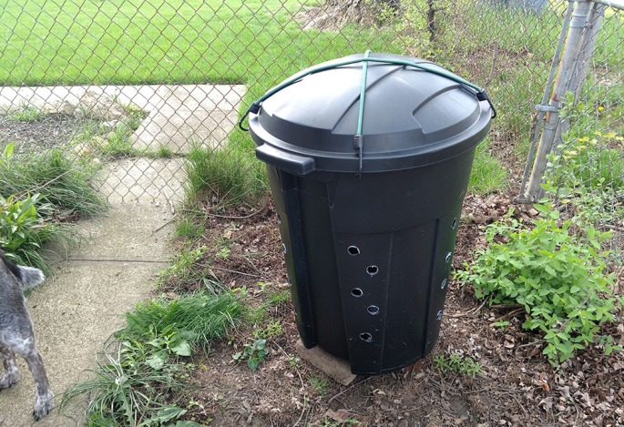 diy composter, make your own composter, trash can composter, trash bin composter, diy compost bin