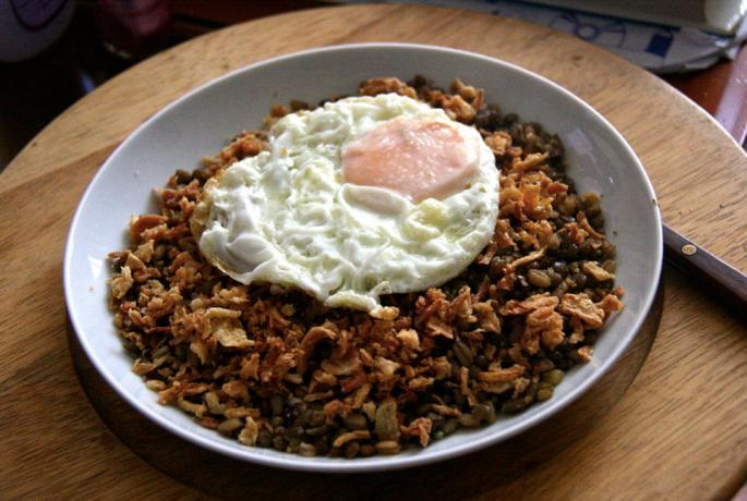 Mujadara with egg